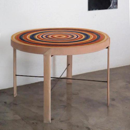 table basse en cuir coloré