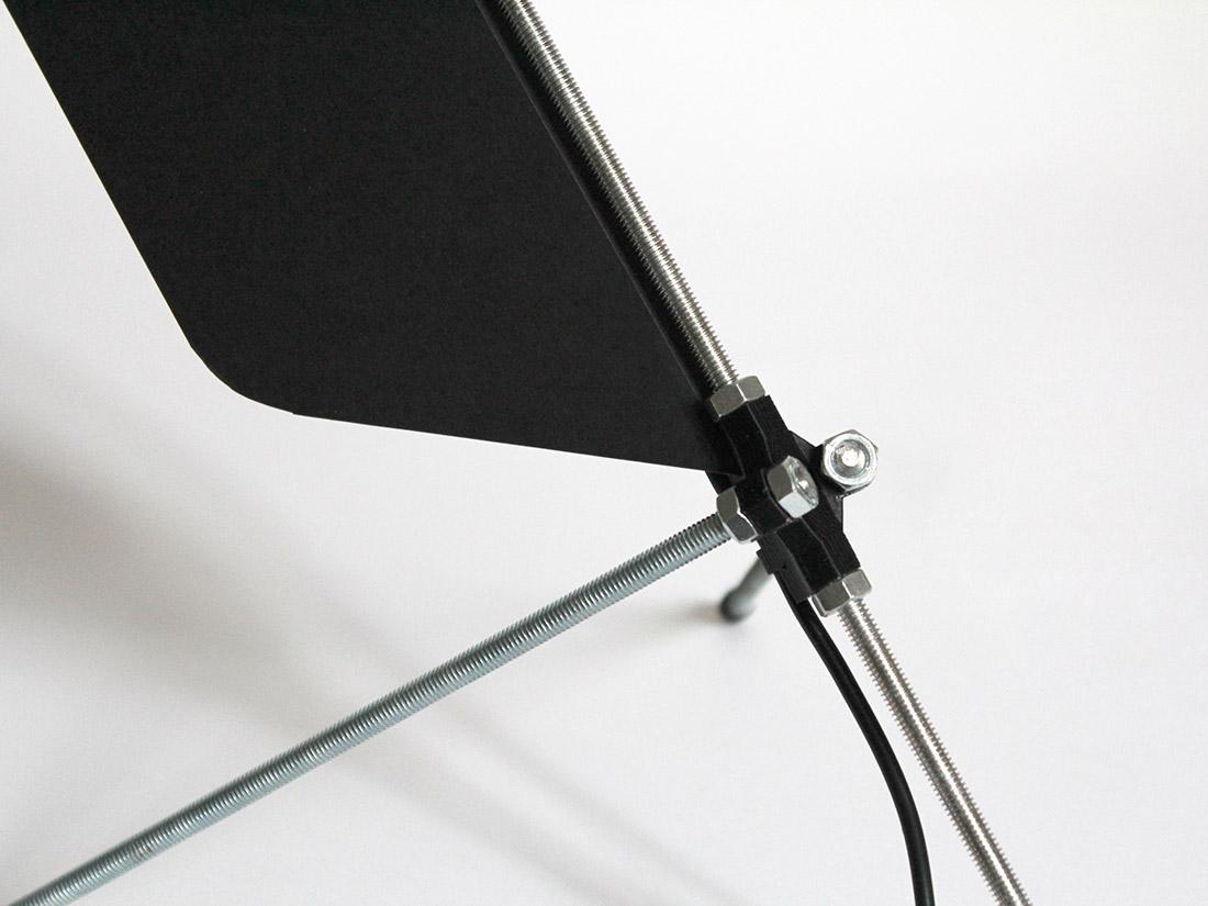Lampe de bureau open source en impression 3D papier et tige filetée